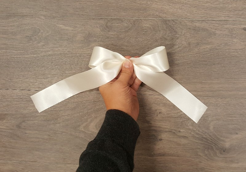 how to tie a perfect bow