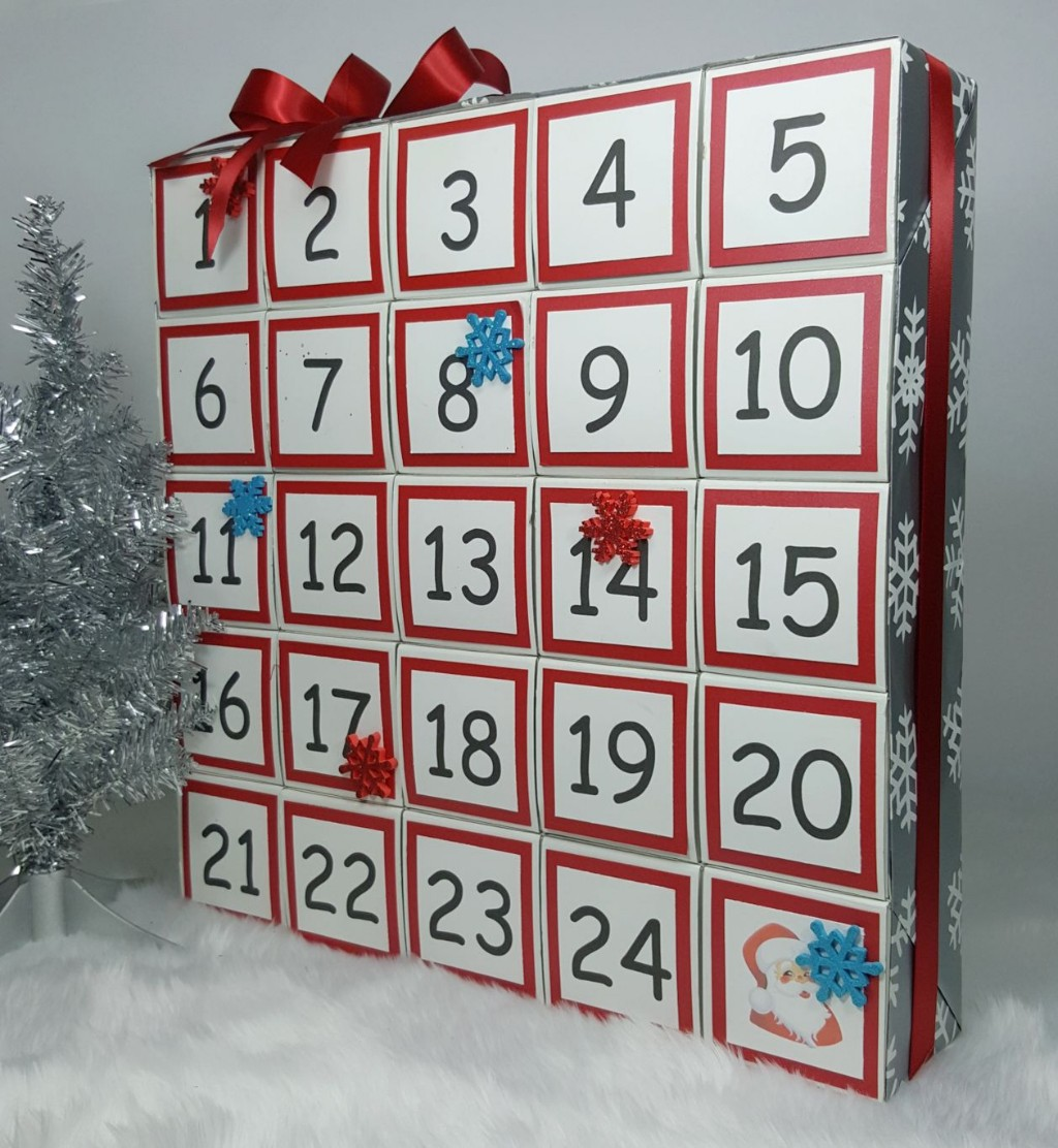 Advent calendar you can easily make yourself using gift boxes this diy advent calendar can be customized in so many ways you can change the colours and the accents that you add think about the person that youre solutioingenieria Images