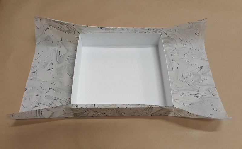 Cover a gift box lid